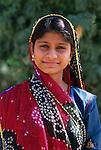 India, Rajasthan: Portrait of a young local woman in traditional dress | Indien, Rajasthan: Portrait einer jungen, einheimischen Frau in traditioneller Kleidung