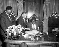 Patrice Lumumba ˆ l'h™tel de ville de MontrŽal, 29 juillet 1960 en prŽsence du maire Sarto Fournier