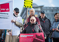 """Anlaesslich der ver.di-Bundesseniorenkonferenz am 6. und 7. Mai 2019 in Berlin demonstrierten am Dienstag den 7. Mai Konferenzteilnehmer unter dem Motto """"Grundrente ohne Beduerftigkeitspruefung"""", um die Plaene von Bundessozialminister Hubertus Heil, SPD, zu unterstuetzen. Im Februar hatte der Minister seinen Vorschlag fuer die im Koalitionsvertrag festgeschriebene Grundrente vorgestellt und er moechte auf eine Beduerftigkeitspruefung verzichten. CDU, FDP und Wirtschaft wehren sich dagegen.<br /> 7.5.2019, Berlin<br /> Copyright: Christian-Ditsch.de<br /> [Inhaltsveraendernde Manipulation des Fotos nur nach ausdruecklicher Genehmigung des Fotografen. Vereinbarungen ueber Abtretung von Persoenlichkeitsrechten/Model Release der abgebildeten Person/Personen liegen nicht vor. NO MODEL RELEASE! Nur fuer Redaktionelle Zwecke. Don't publish without copyright Christian-Ditsch.de, Veroeffentlichung nur mit Fotografennennung, sowie gegen Honorar, MwSt. und Beleg. Konto: I N G - D i B a, IBAN DE58500105175400192269, BIC INGDDEFFXXX, Kontakt: post@christian-ditsch.de<br /> Bei der Bearbeitung der Dateiinformationen darf die Urheberkennzeichnung in den EXIF- und  IPTC-Daten nicht entfernt werden, diese sind in digitalen Medien nach §95c UrhG rechtlich geschuetzt. Der Urhebervermerk wird gemaess §13 UrhG verlangt.]"""
