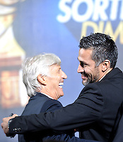 BOGOTA-COLOMBIA-21-01-2016: Mario Alberto Yepes (Der.) ex jugador de la seleccion Colombia de futbol saluda a Jose Pekerman (Izq.), director técnico de Colombia, durante sorteo de la Dimayor para el campeonato de la Liga Aguila I 2016. / Mario Alberto Yepes (R) Colombian Team former player greets Jose Pekerman (L), coach of the Colombia Team during the draw for the championship Dimayor Liga Aguila 2016. Photo: VizzorImage / Luis Ramírez / Staff.