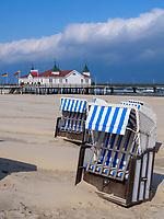 Strand und Seebrücke von Ahlbeck auf der Insel Usedom, Mecklenburg-Vorpommern, Deutschland, Europa<br /> beacu and pier of Ahlbeck, Isle of Usedom, Mecklenburg-Hither Pomerania, Germany, Europe