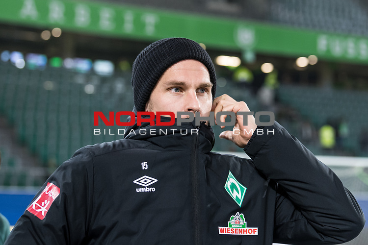 01.12.2019, Volkswagen Arena, Wolfsburg, GER, 1.FBL, VfL Wolfsburg vs SV Werder Bremen<br /> <br /> DFL REGULATIONS PROHIBIT ANY USE OF PHOTOGRAPHS AS IMAGE SEQUENCES AND/OR QUASI-VIDEO.<br /> <br /> im Bild / picture shows<br /> Sebastian Langkamp (Werder Bremen #15) <br /> bei Ankunft im Stadion, <br /> <br /> Foto © nordphoto / Ewert
