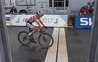 Marianne Vos (NLD) got beaten to the line by Sanne Cant (BEL) and becomes 2nd in the 2017 Women's UCI CX World Championship<br /> <br /> Women's Race<br /> UCI 2017 Cyclocross World Championships<br /> <br /> january 2017, Bieles/Luxemburg