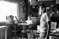 Carli Coffee Shop en Cayey 25 julio 2021 #coffeeshop #coffee #streets #streetphotography #cayey #puertorico #documentaryphotography