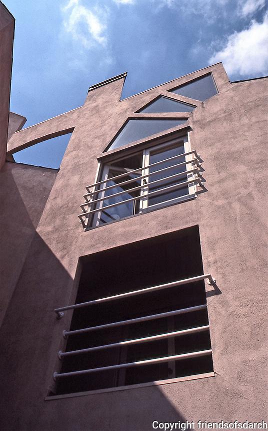 Horton Plaza. Jon Jerde, architect, Post-Modern design. Photo July 1991.