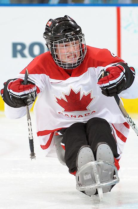 Derek Whitson, Vancouver 2010 - Para Ice Hockey // Para-hockey sure glace.<br /> Team Canada plays in Para Ice Hockey action // Équipe Canada jouer dans un match de para-hockey sur glace. 16/03/2010.