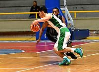 BOGOTA – COLOMBIA - 28 – 05 - 2017: Isaia Thomas (Der.) jugador de Piratas, disputa el balón con Jairo Pardo (Izq.) jugador de Aguilas, durante partido entre Piratas de Bogota y Aguilas de Tunja por la fecha 4 de Liga  Profesional de Baloncesto Colombiano 2017 en partido jugado en el Coliseo El Salitre de la ciudad de Bogota. / Isaia Thomas (R) player of Piratas, fights for the ball with Jairo Pardo (L) player of Aguilas, during a match between Piratas of Bogota and Aguilas of Tunja, of the  date 4th for La Liga  Profesional de Baloncesto Colombiano 2017, game at the El Salitre Coliseum in Bogota City. Photo: VizzorImage / Luis Ramirez / Staff.