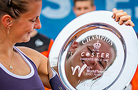 Amstelveen, Netherlands, 10 Juli, 2021, National Tennis Center, NTC, Amstelveen Womans Open, Singles final:  Quirine Lemoine (NED) celebrates her win over Mordiger (GER) with the trophy<br /> Photo: Henk Koster/tennisimages.com