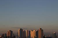SÃO PAULO, SP, 26/06/2012, CLIMA TEMPO.<br /> <br /> Com o céu parcialmente nublado, a capital paulista amanheceu com 14ºC nessa Terça-feira.<br />  <br />  Luiz Guarnieri/ Brazil Photo Press