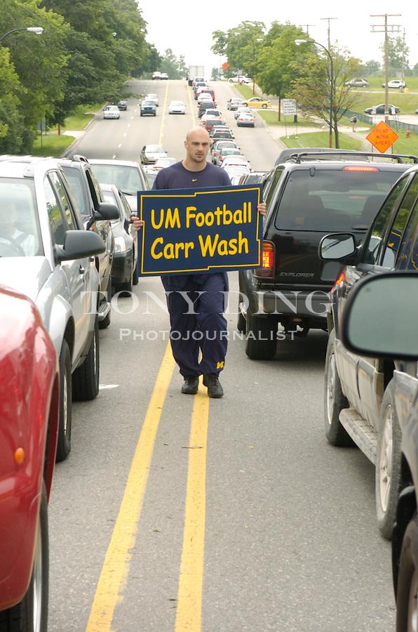 ".""Lloyd Carr Wash"" - a fund raiser by the UM Football team for Mott's Children's Hospital..Michigan Stadium.Ann Arbor, Mich. .(Photos by TONY DING/The Michigan Daily)."