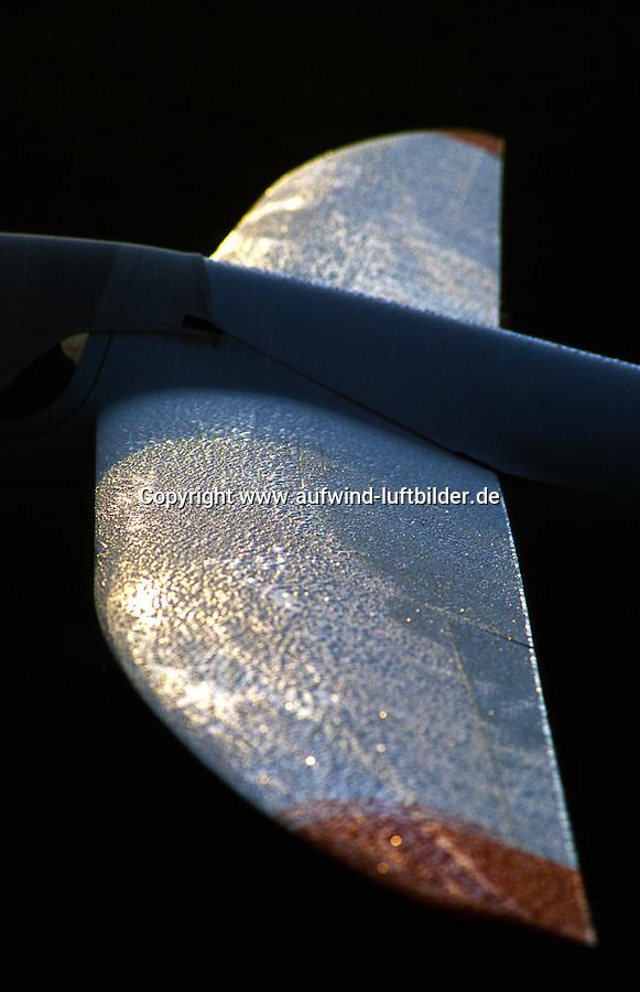"""SZD-55-1 """" Nexus """" elliptisch nasse Fluegelflaeche: DEUTSCHLAND 15.12.2014: SZD-55-1 """" Nexus """" elliptisch nasse Fluegelflaeche, Die SZD-55-1 ist ein Hochleistungs-Segelflugzeug der Standardklasse und wurde 1987 konstruiert. In ihren Flugleistungen ist sie annaehernd mit der Rolladen Schneider LS8 vergleichbar. PZL Bielsko hat die Herstellung von Segelflugzeugen eingestellt. Aktuell wird sie von dem polnischen Hersteller Allstar PZL Glider Sp. z o.o. unter dem Namen """"Nexus"""" weitergebaut."""