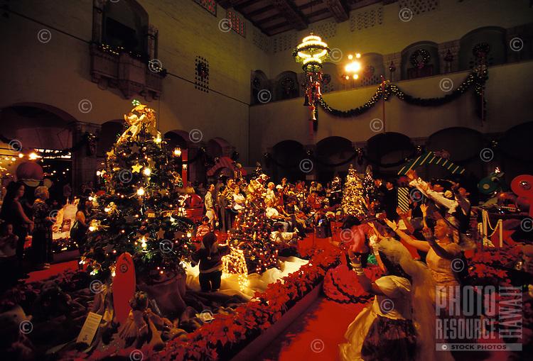 Christmas carolers at Honolulu Hale in Downtown Honolulu