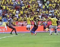 BARRANQUILLA - COLOMBIA -29-03-2016: Carlos Bacca (Der) jugador de Colombia anota gol a Alexander Dominguez (Izq.) portero de Ecuador durante partido entre los seleccionados de Colombia y Ecuador, por la fecha 6 para la clasificación sudamericana a la Copa Mundial de la FIFA Rusia 2018, jugado en el estadio Metropolitano Roberto Melendez en Barranquilla. /  Carlos Bacca (R) player of Colombia scored a goal to Alexander Dominguez (L) goalkeeper of Ecuador during match between the teams of Colombia and Ecuador, for the date 6 for the Qualifier FIFA World Cup Russia 2018, played at Metropolitan stadium Roberto Melendez in Barranquilla. Photo: VizzorImage / Luis Ramirez / Staff.