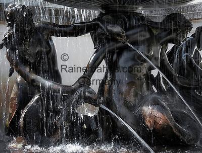 Germany, Upper Bavaria, near Ettal: Fountain Statue (close-up) in Palace Garden at Linderhof Palace built 1869-1886 by King Ludwig II of Bavaria   Deutschland, Bayern, Oberbayern, bei Ettal: Detailaufnahme einer Brunnenfigur im Schlossgarten Schloss Linderhof, (die Koenigliche Villa) erbaut von 1869 bis 1886, Lieblingsschloss des Maerchenkoenigs Ludwig II. von Bayern