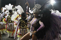 SÃO PAULO, SP, 15.02.2015  CARNAVAL 2015  SÃO PAULO  GRUPO ESPECIAL / VAI VAI  Integrantes da escola de samba Vai Vai durante concentração do grupo especial do Carnaval de São Paulo, na madrugada deste domingo, (15). (Foto: Marcos Moraes/ Brazil Photo Press).