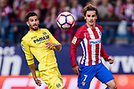 Antoine Griezmann of Atletico de Madrid (R) fights for the ball with Mateo Pablo of Villarreal (L) during the La Liga match between Atletico de Madrid vs Villarreal CF at the Estadio Vicente Calderon on 25 April 2017 in Madrid, Spain. Photo by Diego Gonzalez Souto / Power Sport Images