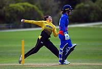 Thamsyn Newton bowls during the Hallyburton Johnstone Shield women's cricket match between Wellington Blaze and Auckland Hearts at Karori Park in Wellington, New Zealand on Sunday, 21 February 2021. Photo: Dave Lintott / lintottphoto.co.nz