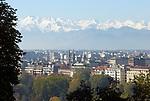 Italien, Piemont, Hauptstadt Turin: Uebersicht, schneebedeckte Alpen | Italy, Piedmont, capital Torino: overview, snow covered Alps