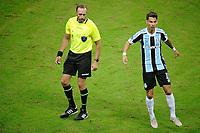 PORTO ALEGRE, RS, 13.05.2021 - GREMIO - LANUS - O árbitro Daniel Fedorzuk, na partida entre Grêmio e Lanús, pela quarta rodada do Grupo H, da Copa Sul-Americana 2021, no estádio Arena do Grêmio, em Porto Alegre, nesta quinta-feira (13).