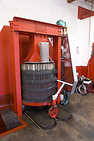 vertical basket press domaine des amouriers gigondas rhone france