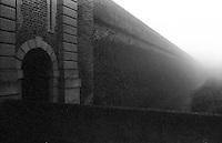 Sabbioneta (Mantova). La cinta muraria della fortezza presso la Porta Vittoria --- Sabbioneta (Mantua). The surrounding walls of the fortress near Vittoria gate