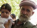 Iraq 2011 <br /> In Lalesh, grand-father with his grand-daughter  <br /> Irak 2011 <br /> Grand-pere yezidi et sa petite-fille au sanctuaire de Lalesh