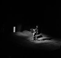 2 Décembre 1963. Vue de Georges Brassens  sur la scène du théâtre du Capitole. Toulouse, France.<br /> <br /> PHOTO:  Fonds André Cros,