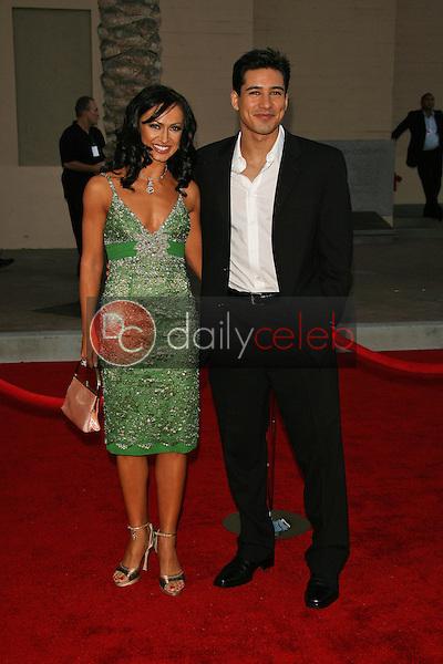 Karina Smirnoff and Mario Lopez<br />at the 34th Annual American Music Awards. Shrine Auditorium, Los Angeles, CA. 11-21-06<br />Dave Edwards/DailyCeleb.com 818-249-4998