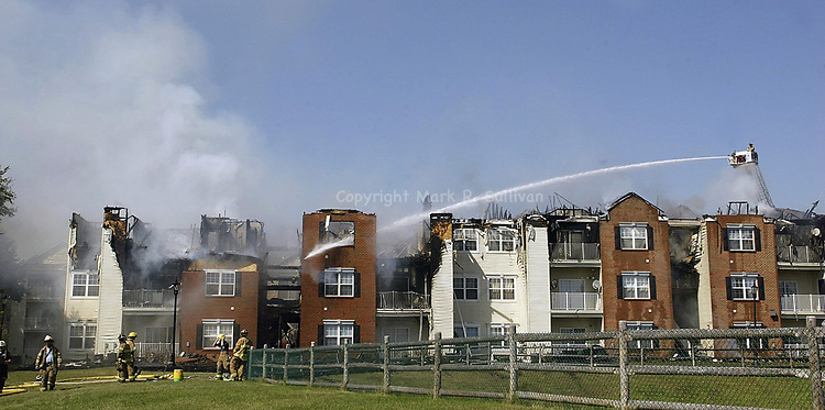 (FIRE)--27149--On Mon Sept. 9,2002-fire0909D-Aftermath of a building fire of condos on Frank Ct at the Traditions condo complex on New Durham Rd. (MARK R. SULLIVAN/HNT CHIEF PHOTOGRAPHER)