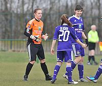 RSC Anderlecht Dames - Beerschot : voor de wedstrijd met Julie Van Gysel en Diede Lemey.foto DAVID CATRY / Vrouwenteam.be