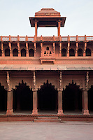 Agra, India.  Jahangiri Mahal Courtyard showing blending of Islamic and Hindu architectural styles.  Muslim pointed arches on upper story, Indian corbelled arches on ground level.