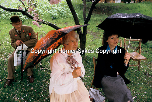 Chelsea Flower Show, London Uk. Meeting Point, wet bad weather. 1980s <br /> Taken for my book The English Season published by Pavilion Books 1987