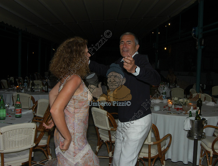 CARLO ROSSELLA CON JANUARIA PIROMALLO<br /> FESTA DEI 40 ANNI DELLA TIRELLI COSTUMI - LA CANZONE DEL MARE CAPRI 2004