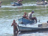 29/03/2021 - PESCADORES DE MARISCOS NO RIO CAPIBARIBE