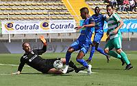 BOGOTÁ - COLOMBIA, 13-10-2019:Diego Novoa   (Izq.) jugador de La Equidad  disputa el balón con Marcelino Carreazo (Der.) jugador del Once Caldas durante partido por la fecha 17 de la Liga Águila II 2019 jugado en el estadio Metropolitano de Techo de la ciudad de Bogotá. /Diego Novoa (L) player of La Equidad fights the ball  against of Marcelino Carreazo (R) player of Once Caldas during the match for the date 17th of the Liga Aguila II 2019 played at the Metropolitano de Techo  stadium in Bogota city. Photo: VizzorImage / Felipe Caicedo / Staff.