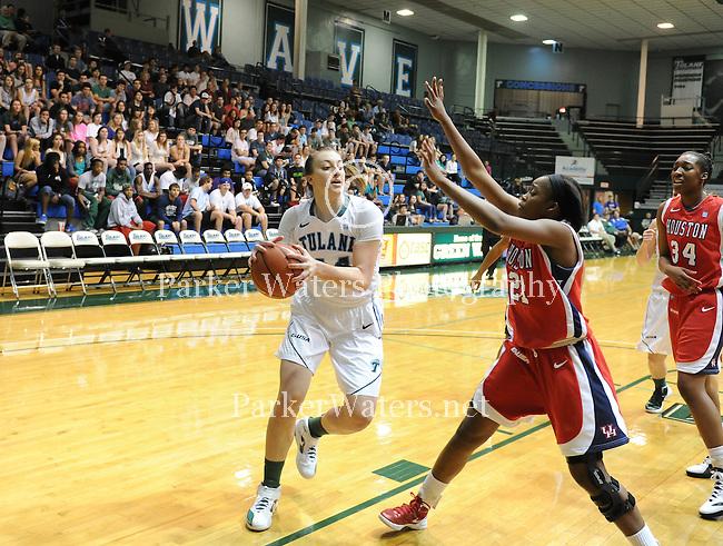 Tulane women's basketball defeats Houston 71-43.