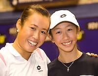 15-12-07, Netherlands, Rotterdam, Sky Radio Masters,  Pauline Wong met haar zusje dat als ballenmeisje het toernooi bijwoont