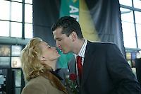 14-02-2005,Rotterdam, ABNAMRO , Toernooiderecteut Richard Krajicek verwelkomt de dames op Valentijnsdag met een roos en een speciaal ontvangst voor zijn echtgenote Daphne Deckers.