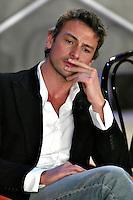 """Roma 1 Marzo 2003 """"MCS"""". <br /> L'attore Roberto Farnesi, protagonista della fiction """"Carabinieri"""". <br /> Foto Andrea Staccioli Insidefoto"""