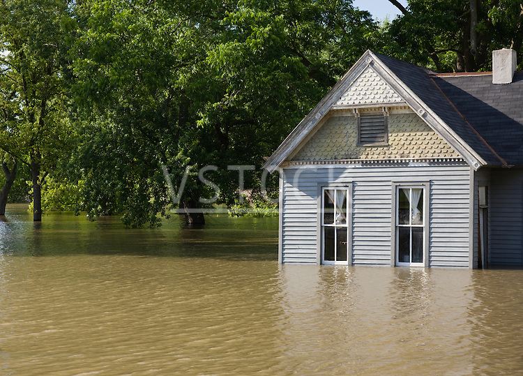 USA, Missouri, Cottage house in flood
