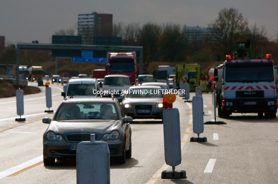 Autobahnbaustelle A1: EUROPA, DEUTSCHLAND, HAMBURG, (EUROPE, GERMANY), 06.11.2013: Autobahnbaustelle A1