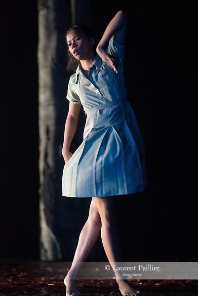 VERKLÄRTE NACHT<br /> <br /> MUSIQUE MUSIC Arnold Schönberg<br /> (La Nuit transfigurée, op. 4, version pour orchestre à cordes, 1899)<br /> CHORÉGRAPHE   CHOREOGRAPHY Anne Teresa De Keersmaeker (1995)<br /> DÉCOR   SET DESIGN Gilles Aillaud, Anne Teresa De Keersmaeker<br /> COSTUMES   COSTUME DESIGN Rudy Sabounghi<br /> LUMIERES   LIGHTING DESIGN Vinicio Cheli<br /> ANALYSE MUSICALE I MUSICAL ANALYSIS Georges-Elie Octors/Rosas<br /> ASSISTANT DE LA CHORÉGRAPHE   ASSISTANT CHOREOGRAPHER Jakub Truszkowski<br /> REPÉTITIONS   REHEARSALS Cynthia Loemij, Mark Lorimer,Johanne Saunier, Clinton Stringer, Samantha van Wissen<br /> <br /> Verklärte Nacht, extrait de Erwartung/Verklärte Nacht est créé le 4 novembre 1995 à De Munt/La Monnaie à Bruxelles<br /> Verklärte Nacht, extract from Erwartung/Verklärte Nacht is created on Novembre 4th 1995 at De Munt/ La Monnaie in Brussels<br /> <br /> Entrée au répertoire du Ballet de I'Opéra national de Paris le 22 octobre 2015.<br /> Entered the Paris National Opera Ballet repertoire on October the 22d 2015.AVEC Awa Joannais<br /> Durée   Duration 30 mn<br /> Fin du spectacle vers 21:15<br /> End of the performance at approximately 9.15 pm<br /> DATE 26/04/2018<br /> LIEU   PLACE Opéra Garnier<br /> VILLE   CITY Paris<br /> © Laurent Paillier / photosdedanse.com