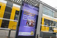 Werbung des Bundesgesundheitsministerium fuer Gesundheit fuer die Nutzung der Corona-Warnapp auf einer digitalen Werbetafel am Berliner Alexanderplatz.<br /> 20.1.2021, Berlin<br /> Copyright: Christian-Ditsch.de
