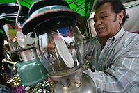 BOGOTÁ-COLOMBIA-17-03-2013.  El Mercado de Pulgas, San Alejo, de Bogotá, celebra durante el mes de marzo 30 años de existencia./ Pulgas Market, San Alejo, from Bogota celebrates during March 30 years of existence. Photo: VizzorImage/STR