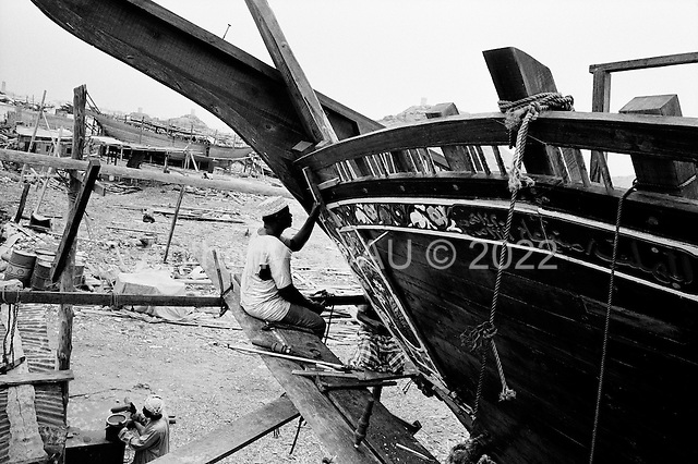 Sur, Oman<br /> July 2001<br /> <br /> Dhow builders add the final touches to a ship.