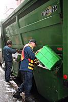 File PhotoMontreal (Qc) CANAD<br /> Curb side slective pick up for recycling in downtown Montreal<br /> Ceuillette SÈlective pour le recyclage au centre-ville de MontrÈal<br /> Photo (c)  Pierre Roussel / Images Distribution