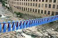 """ITALIA Biella """"the blue penguin bridge"""" Cracking Art Group Mostra """"Sul filo della lana"""" estate 2005 all'interno di un vecchio lanificio"""