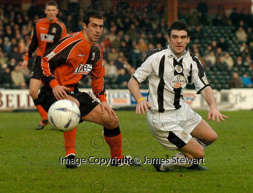 23/01/2005  Copyright Pic : James Stewart.File Name : jspa05_st mirren v airdrie.ALAN MCMANUS AND STUART KEAN CHALLENGE FOR THE BALL....Payments to :.James Stewart Photo Agency 19 Carronlea Drive, Falkirk. FK2 8DN      Vat Reg No. 607 6932 25.Office     : +44 (0)1324 570906     .Mobile   : +44 (0)7721 416997.Fax         : +44 (0)1324 570906.E-mail  :  jim@jspa.co.uk.If you require further information then contact Jim Stewart on any of the numbers above.........A