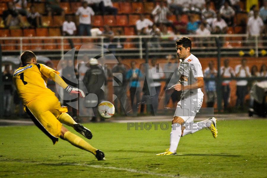 ATENÇÃO EDITOR: FOTO EMBARGADA PARA VEÍCULOS INTERNACIONAIS - SÃO PAULO,SP,16 JANEIRO 2013 - AMISTOSO SANTOS x GREMIO BARUERI -Mirales  jogador do Santos durante partida amistosa entre Santos x Gremio Barueri no Estadio Paulo Machado de Carvalho (Pacaembu) na noite desta quarta feira (16).(FOTO ALE VIANNA - BRAZIL PHOTO PRESS).