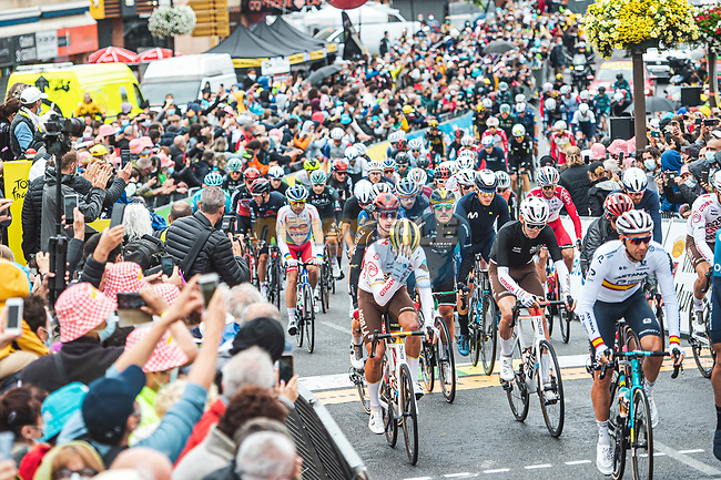 The start of Stage 17 of the 2021 Tour de France, running 178.4km from Muret to Saint-Lary-Soulan Col du Portet, France. 14th July 2021.  <br /> Picture: A.S.O./Charly Lopez   Cyclefile<br /> <br /> All photos usage must carry mandatory copyright credit (© Cyclefile   A.S.O./Charly Lopez)
